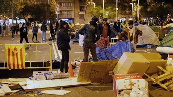 Los antidisturbios cortan las protestas de los CDR en la jornada de reflexión