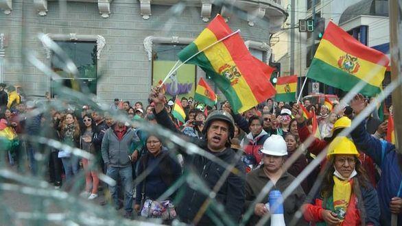 Evo Morales cede ante las protestas y convocará nueva elecciones