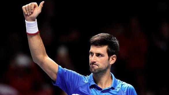 Finales ATP. Djokovic arrasa en su estreno y Federer se la pega