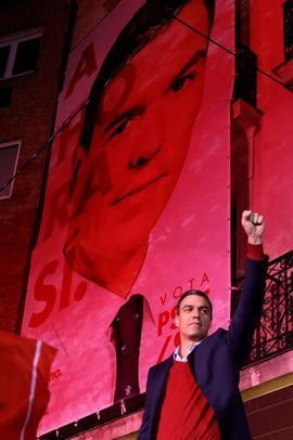 Los militantes del PSOE cambian el 'con Rivera, no' por el 'con Casado, no'