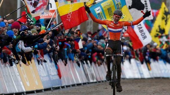 Van der Poel, el corredor total, gana dos carreras en un día