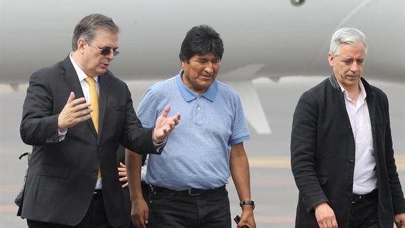 El ministro mexicano de Exteriores, Marcelo Ebrard, recibe al expresidente de Bolivia Evo Morales  y al exvicepresidente Álvaro García Linera.
