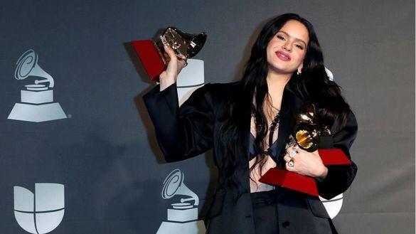 Rosalía arrasa en los Grammy Latinos con tres premios