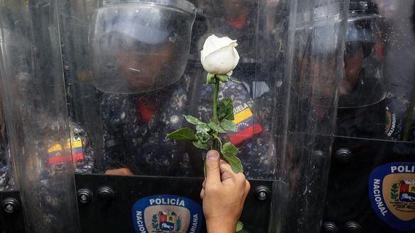 Milicias de Maduro irrumpen en la sede del partido de Guaidó