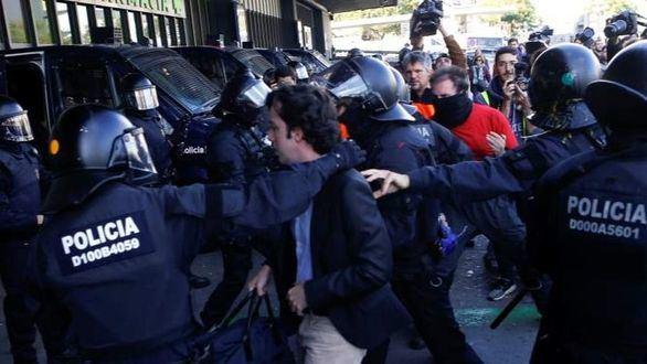 Así ha sido el enfrentamiento entre el 'Pequeño Nicolás' y los CDR en Barcelona