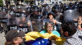 Guaidó 'pincha' en su intento de sacar a las calles a los antichavistas y Maduro responde