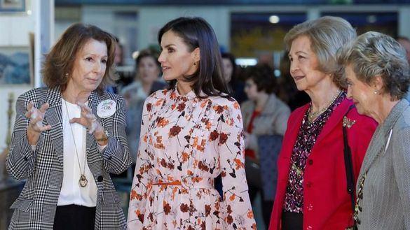 La Reina Letizia y la Reina Sofía visitan juntas el Rastrillo Nuevo Futuro