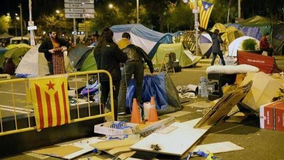 Colau desaloja la acampada secesionista de Barcelona