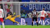 Un respingo del Leipzig le mete en octavos y entierra al Benfica | 2-2
