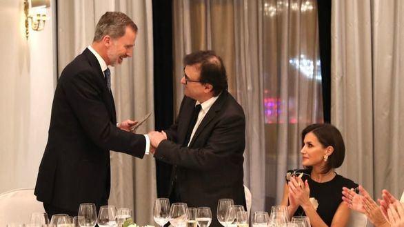 El Rey elogia una columna de Javier Cercas sobre monarquía, república y Pablo Iglesias