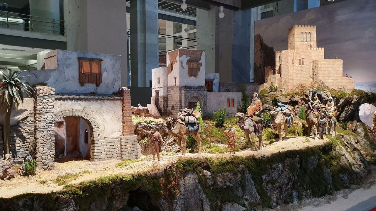 Almeida inaugura el belén de Cibeles compuesto por 200 figuras