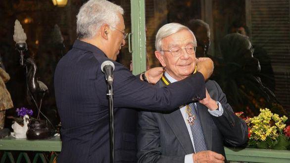 Rafael Anson recibe la Orden del Mérito de Portugal de manos del primer ministro