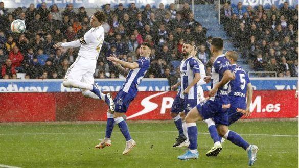 El Real Madrid supera con sudores el muro del Alavés |1-2