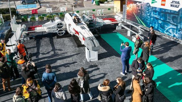 El Corte Inglés trae la nave X-Wing de Star Wars a escala real realizada en piezas de LEGO