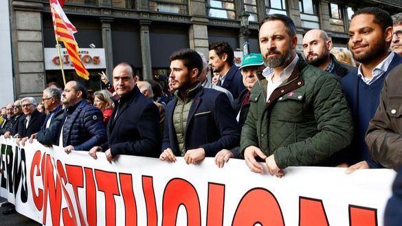 Cs abandona la manifestación de Barcelona por una pancarta de Vox sobre violencia machista