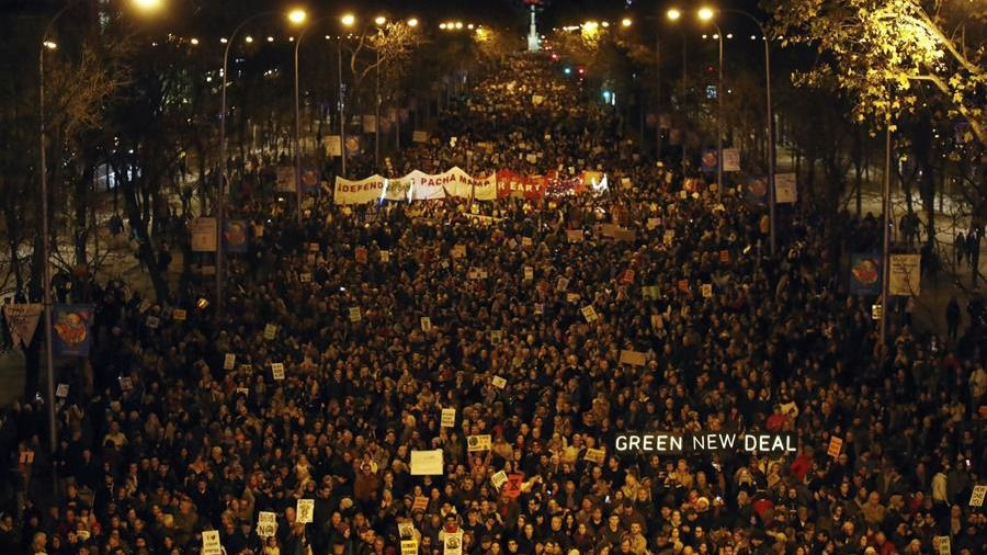 Multitudinaria manifestación por el clima en Madrid
