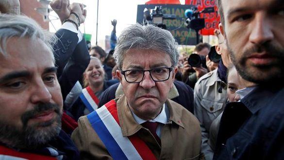 Mélenchon, condenado por rebelión contra la policía