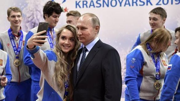 Putin condecora a su ministro de Deportes a pesar de la sanción por dopaje