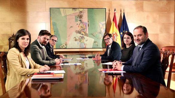 Los equipos negociadores de PSOE y ERC.