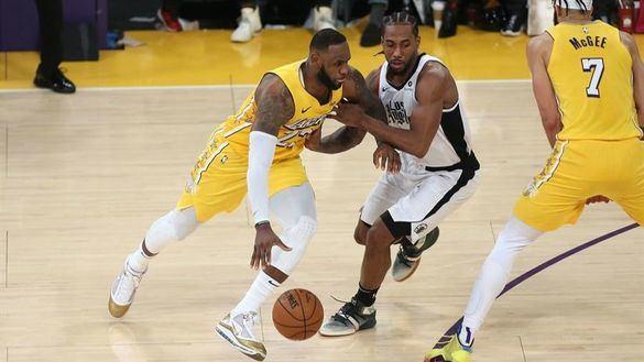 NBA. Kawhi Leonard y sus Clippers 'roban' la Navidad a Los Angeles Lakers