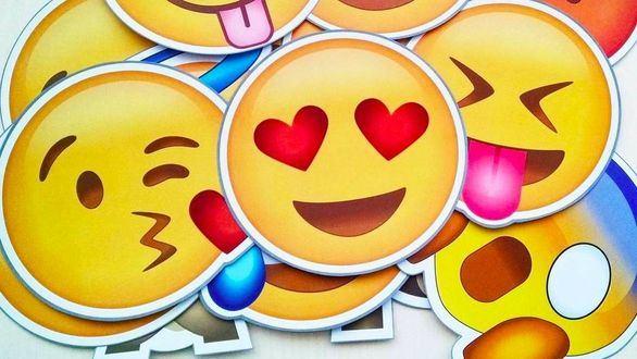 Los 'emojis' se imponen: la palabra del año 2019 no es una palabra