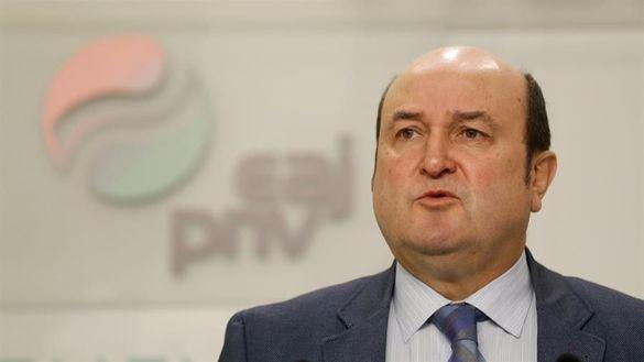 El PNV se adelanta a ERC y firma un acuerdo de investidura
