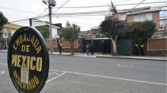 España declara personas no gratas a tres diplomáticos tras el