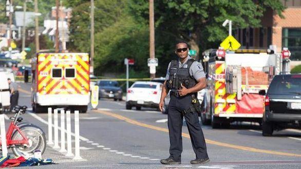 Feligreses armados abaten al atacante que mató a una persona en plena misa