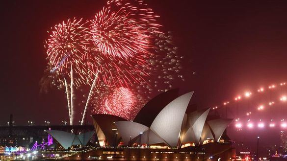 Australia mantiene los fuegos de Año Nuevo pese a los incendios