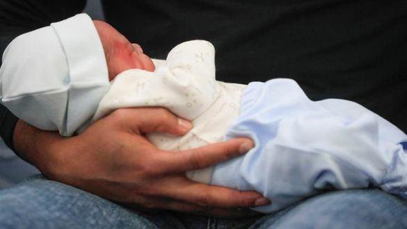 Carlos Dariel y Ariadna, primeros bebés nacidos en España en 2020