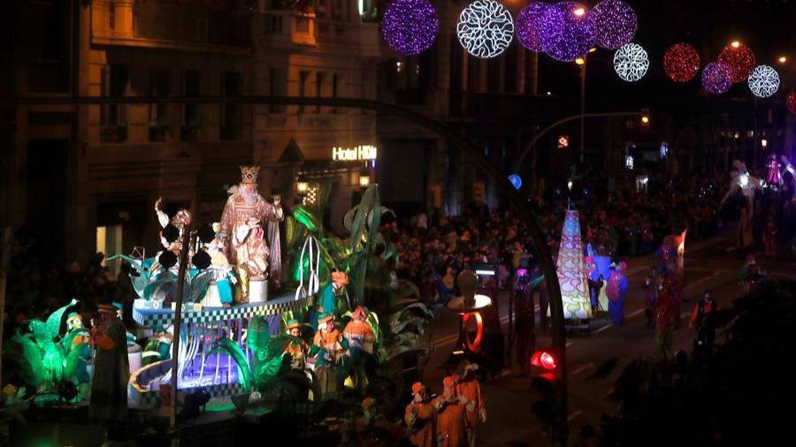 Tradición y nuevos tiempos conviven en las cabalgatas de los Reyes Magos