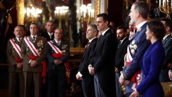 El Rey elogia ante Sánchez el compromiso de los militares con la Constitución