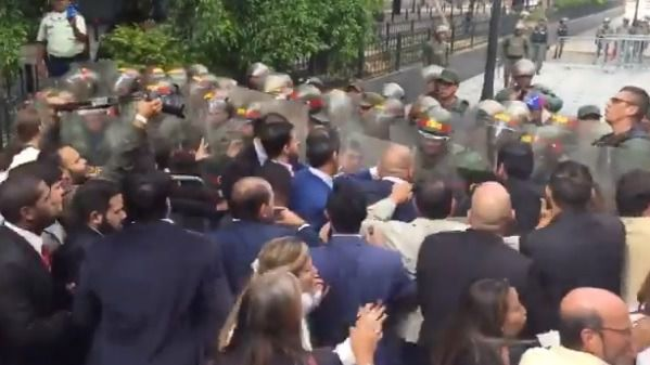 Golpe de Maduro en la Asamblea Nacional: impide la entrada de Guaidó a su reelección