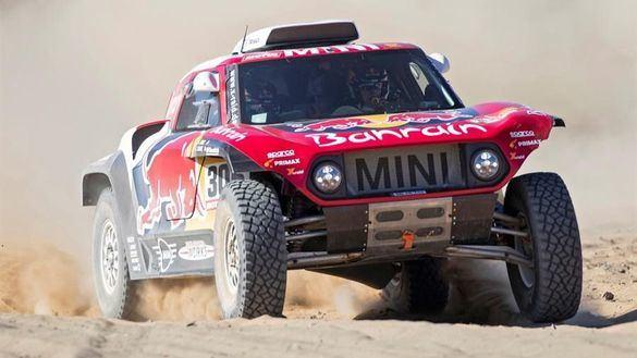 Dakar 2020. Carlos Sainz gana y se coloca como líder, con Alonso renaciendo