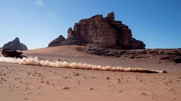 Dakar 2020. Carlos Sainz sufre pero mantiene el liderato y Alonso se desinfla