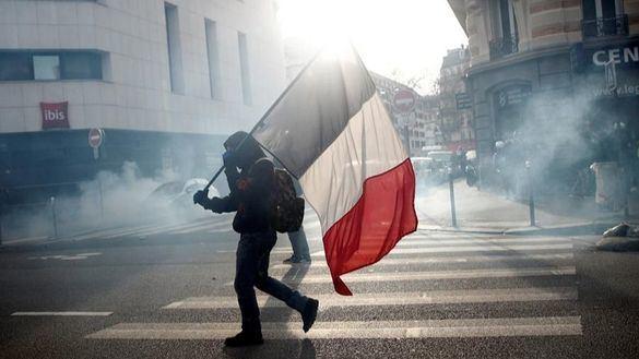 Manifestantes franceses participan en la concentración contra la reforma de las pensiones, este sábado.