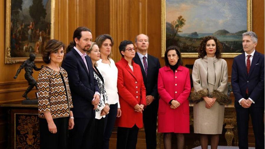 Los ministros del Gobierno de coalición prometen su cargo con