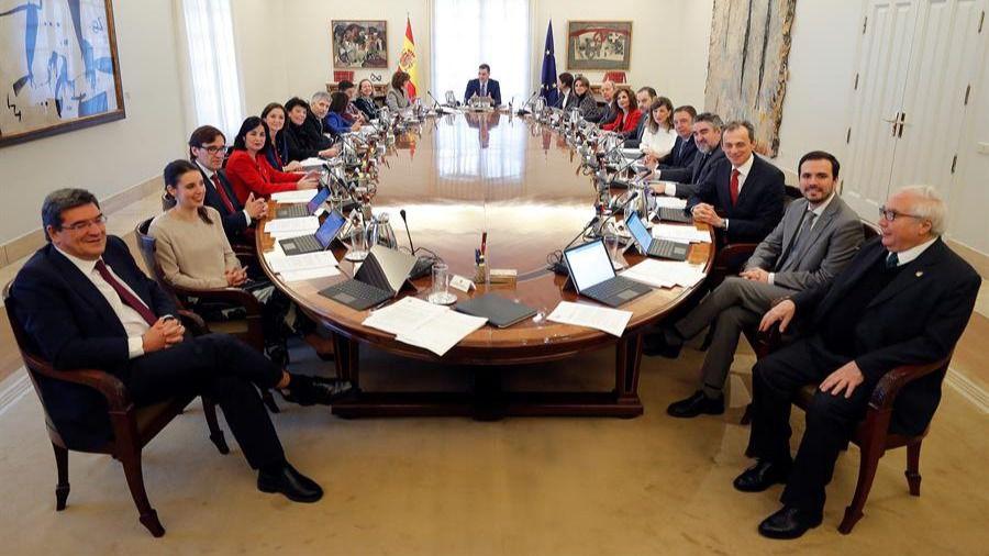 Fotogalería | La 'alfombra roja' del primer Consejo de Ministros