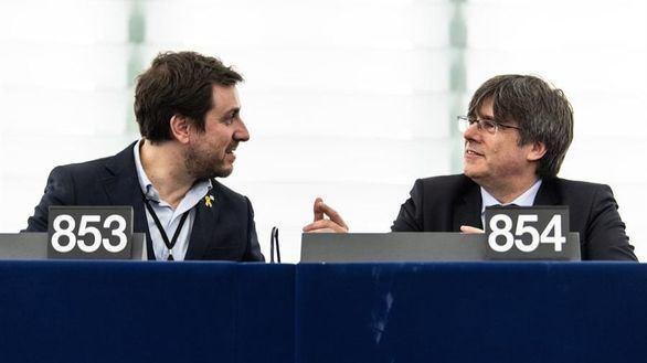La Eurocámara inicia el proceso para retirar la inmunidad a Puigdemont y Comín