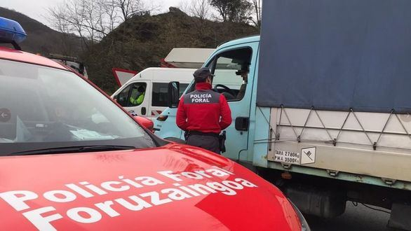 Multan a un camionero por conducir mientras veía una telenovela en la tablet