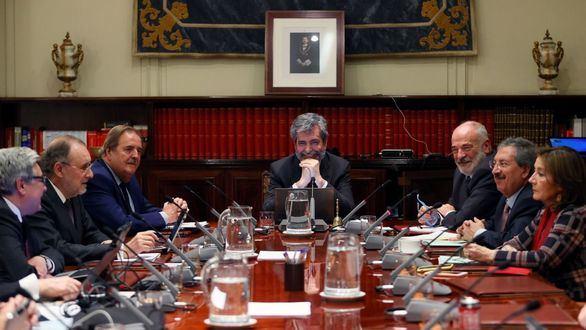El presidente del Consejo General del Poder Judicial (CGPJ), Carlos Lesmes, preside el pleno.