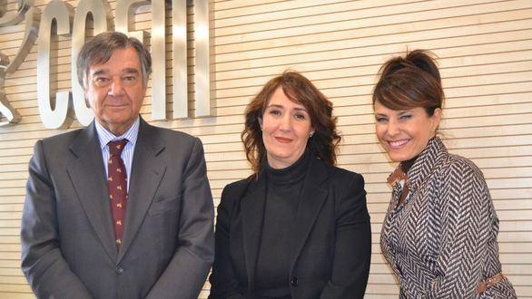 Luis González, presidente del COFM; Rosa Guillén, gerente de Sesderma zona centro de Madrid; Rosalía Gozalo, vocal de Dermofarmacia y Productos Sanitarios del COFM