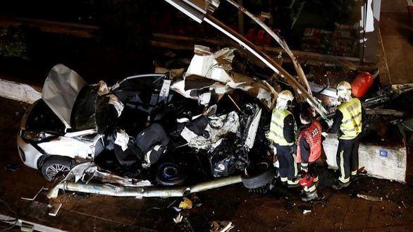 Mueren dos hermanos de 8 y 5 años tras ser arrollado su coche por un autobús