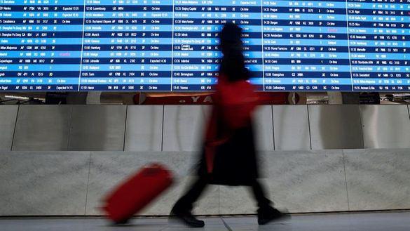 Tres aeropuertos de EEUU revisan a los viajeros de China por un brote de neumonía vírica