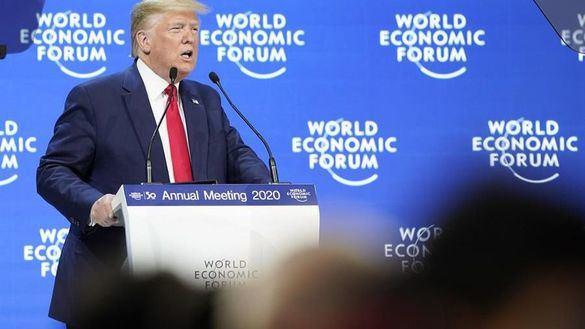 Fría acogida de Trump en Davos tras llegar media hora tarde