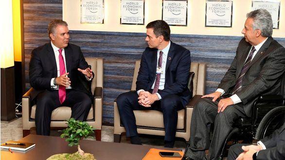 Sánchez evita reunirse con Guaidó en Davos