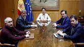 La ministra de Trabajo, Yolanda Díaz, durante la reunión con los dirigentes de las patronales, CEOE Antonio Garamendi (2d), y CEPYME Gerardo Cuerva (d), y de los sindicatos, CCOO, Unai Sordo (2i) y UGT, Pepe Álvarez (i).
