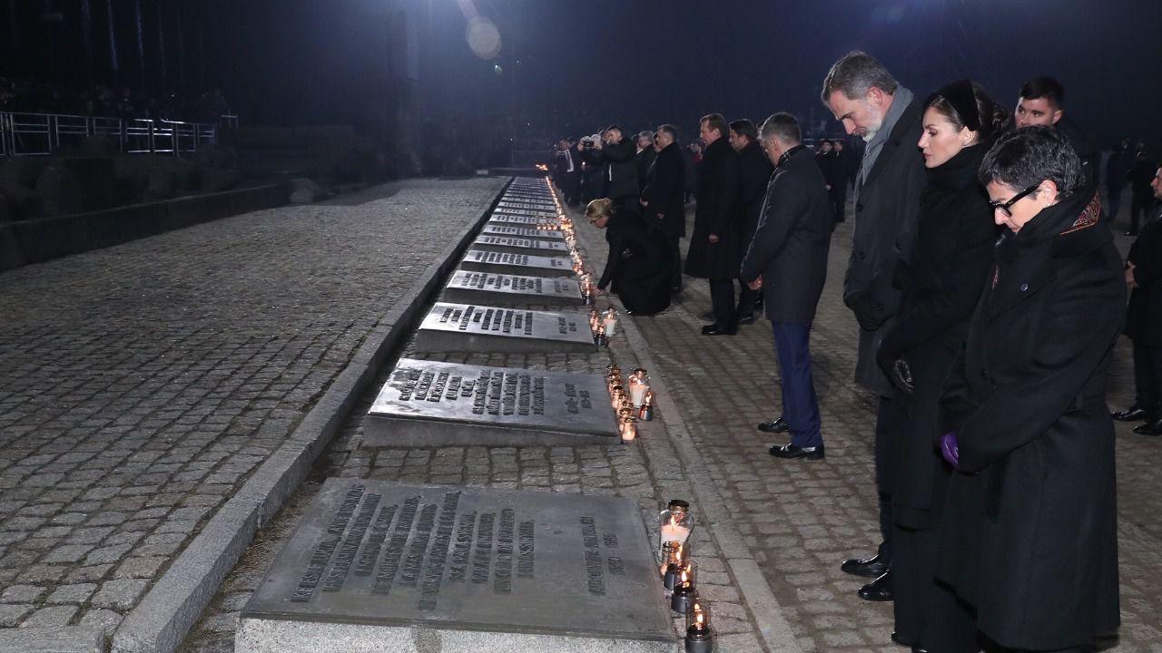 Los Reyes apelan en Auschwitz a no volver a