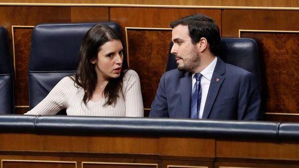 Iglesias y los ministros de Podemos aplauden al Rey, pero no sus diputados