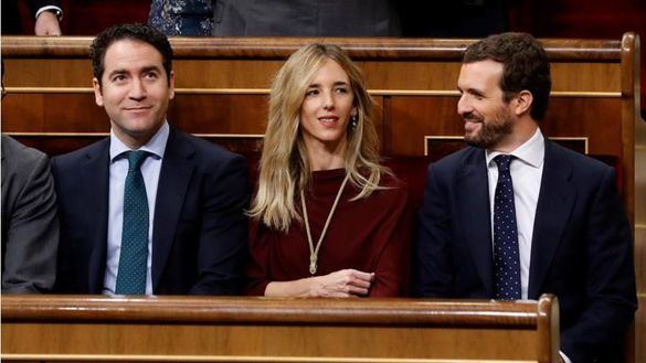 La oposición critica a Sánchez por no responder al ataque de los separatistas al Rey